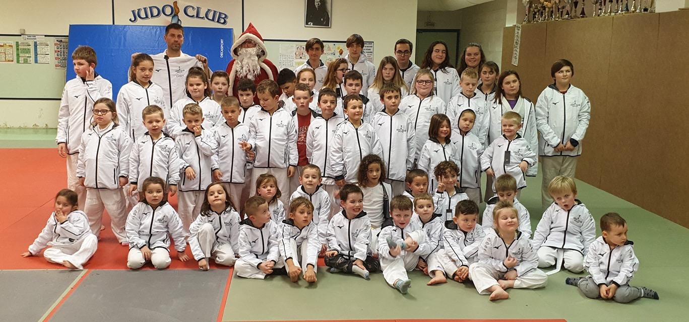 Noel 2019 remise des vestes brodé à effigie du club
